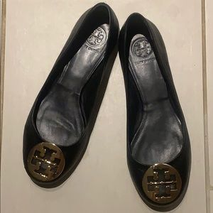 Tory Burch Size 9.5 Black Flats Gold Buckle